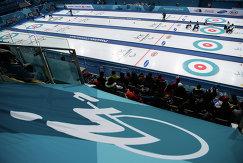 Игровой момент матча по керлингу между россиянами и сборной Южной Кореи на Паралимпиаде-2018
