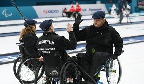 Российские керлингисты Дарья Щукина, Константин Курохтин и Марат Романов (слева направо)