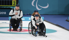 Российские атлеты Александр Шевченко, Константин Курохтин и Дарья Щукина (слева направо)