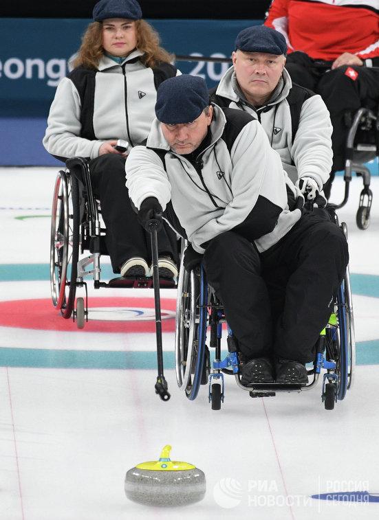 Российские атлеты Дарья Щукина, Марат Романов и Александр Шевченко (слева направо)