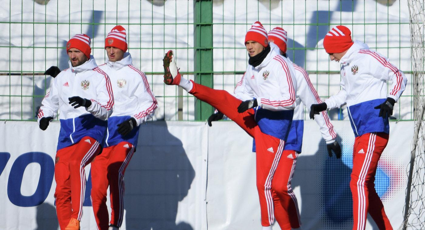 Тренировка футбольной сборной Российской Федерации задержалась из-за допинг-офицера