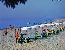 Отдхающие на пляже в окрестностях города Зеленогорска. Архив, 1977 год