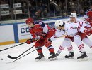 Форвард ЦСКА Андрей Кузьменко, хоккеисты Йокерита Оливер Лауридсен и Петтери Виртанен (слева направо)