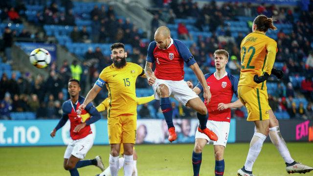 Игровой момент товарищеского матча между сборными Норвегии и Австралии