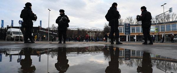 Сотрудники росгвардии у входа на стадион Лужники