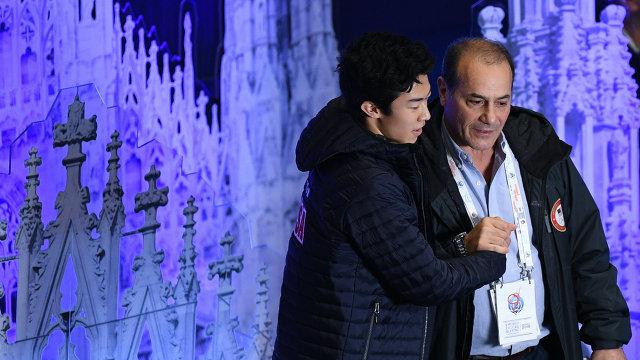 Натан Чен (слева) и его тренер Рафаэль Арутюнян