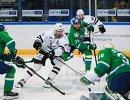 Игровой момент матча Салават Юлаев - Трактор