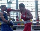 Российский боксер Ислам Абумуслимов (справа)