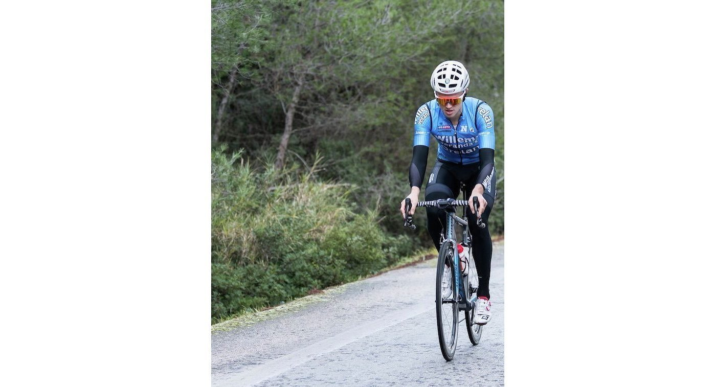 Велогонщик Михаэль Голартс перенес остановку сердца вовремя гонки «Париж-Рубэ»