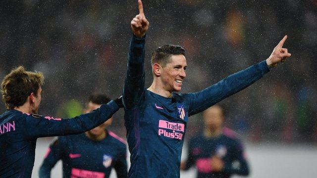 Форвард Атлетико Фернандо Торрес радуется забитому голу