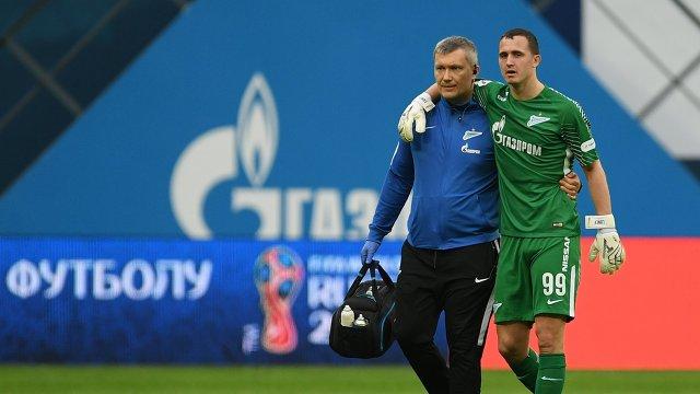 Вратарь Зенита Андрей Лунёв (справа)