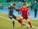 Защитники ФК Уфа Павел Аликин (справа) и ЦСКА Кирилл Набабкин