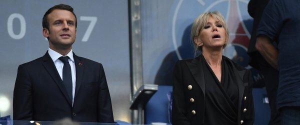 Президент Франции Эммануэль Макрон на трибуне во время матча ПСЖ