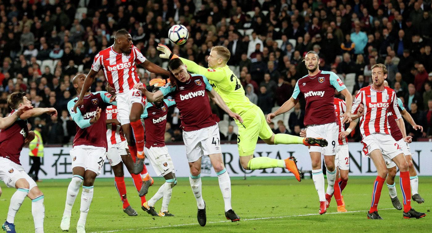 Игровой момент матча чемпионата Англии Вест Хэм - Сток Сити