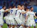 Футболисты Динамо радуются голу