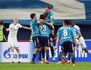 Футболисты Зенита радуются голу