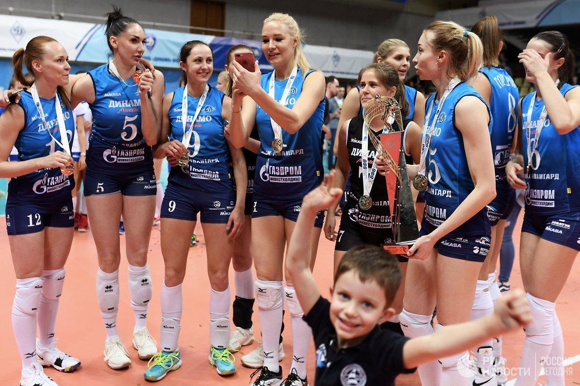 Волейболистки московского «Динамо» в 3-й раз подряд стали чемпионкамиРФ