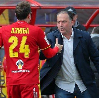 Нападающий Арсенала Артем Дзюба (слева) и главный тренер клуба Миодраг Божович