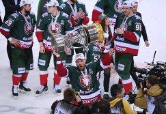 Хоккеисты Ак Барса после победы в финальной серии Кубка Гагарина