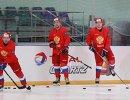 Хоккеисты сборной России Максим Шалунов, Никита Нестеров и Павел Дацюк (справа налево) на тренировке