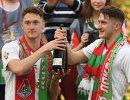Футболисты Локомотива Антон Миранчук и Алексей Миранчук (слева направо) радуются победе