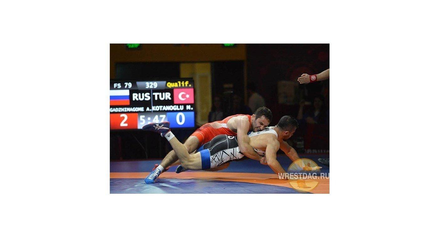 Борец Рашидов завоевал золото надомашнем чемпионате Европы