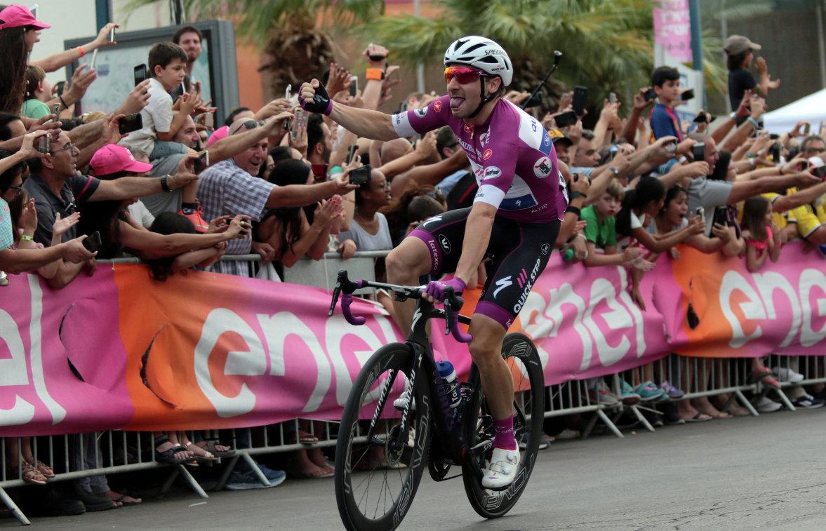 """Итальянский велогонщик Вивиани выиграл 17-й этап многодневки """"Джиро д'Италия"""""""