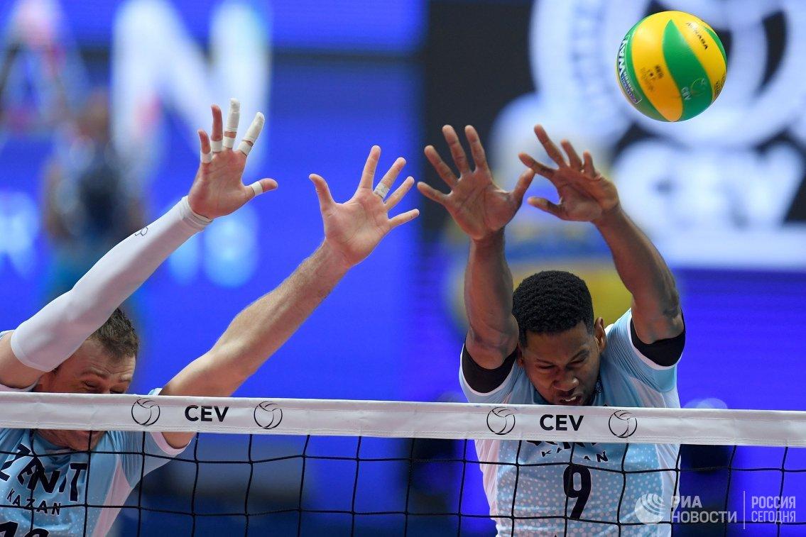 Игроки ВК Зенит-Казань Алексей Самойленко (слева) и Вильфредо Леон