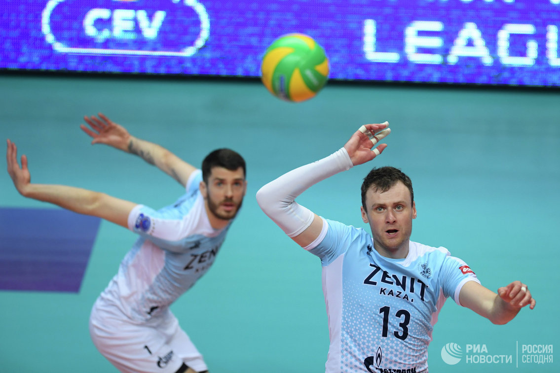 Игроки ВК Зенит-Казань Мэтью Андерсон (слева) и Алексей Самойленко