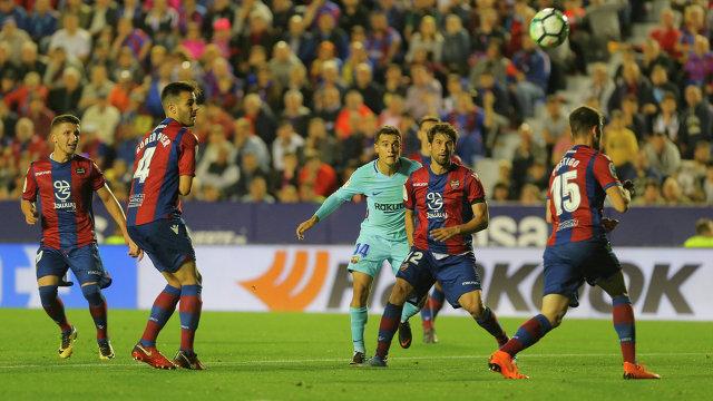 Игровой момент матча Леванте - Барселона