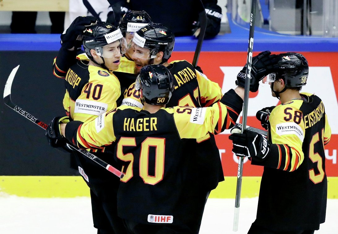 Хоккеисты сборной Германии обыграли команду Финляндии в матче ЧМ в Дании