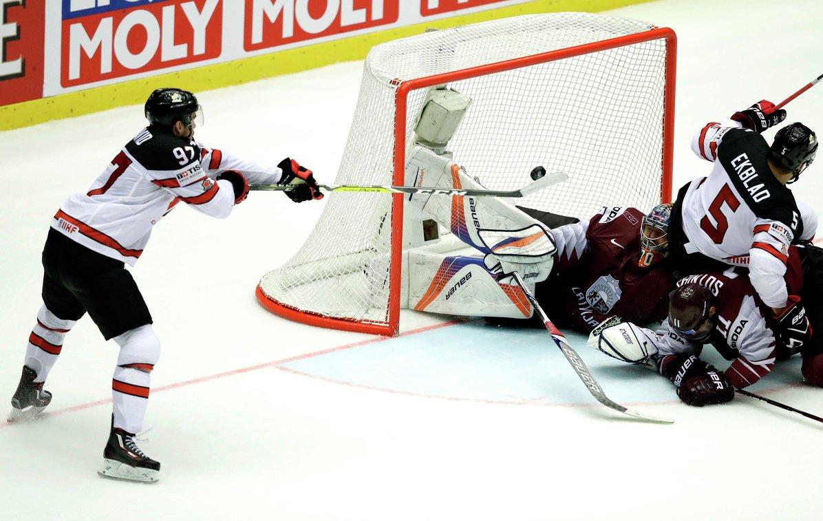 Макдэвид принес сборной Канады победу в овертайме над командой Латвии на ЧМ
