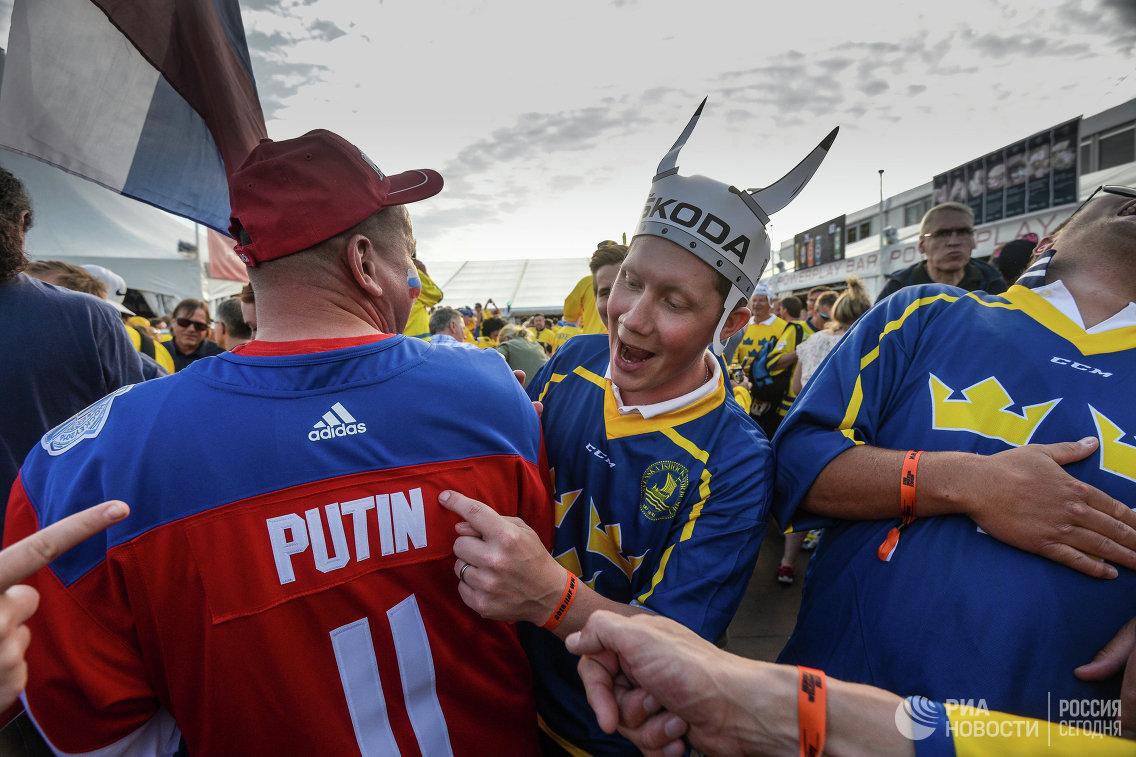 Болельщики сборной Швеции и России