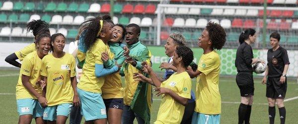 Футболистки сборной Бразилии после победы