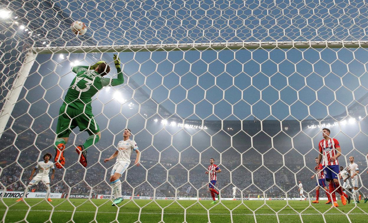 Игровой момент финала Лиги Европы между Атлетико и Марселем в Лионе