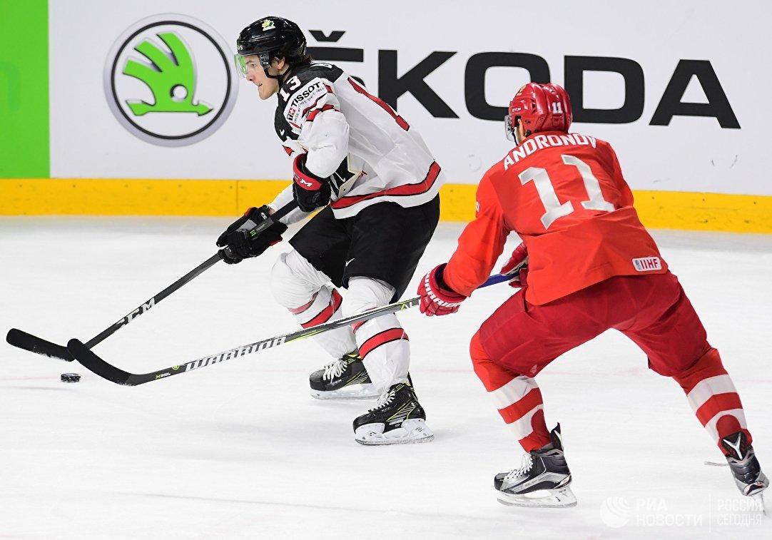 Защитник сборной Канады Мэтью Барзал и форвард сборной России Сергей Андронов (слева направо)