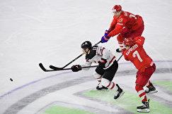 Форвард сборной Канады Жан-Габриэль Пажо и хоккеисты сборной России Павел Дацюк и Кирилл Капризов (слева направо)