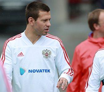 Футболисты сборной России Федор Смолов (слева) и Александр Самедов