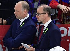 Главный тренер сборной США Джефф Блэшилл (слева)