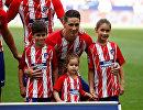 Нападающий мадридского Атлетико Фернандо Торрес с детьми