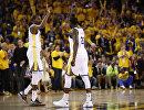 Баскетболисты Голден Стэйт Уорриорз Кевин Дюрэнт (слева) и Дрэймонд Грин