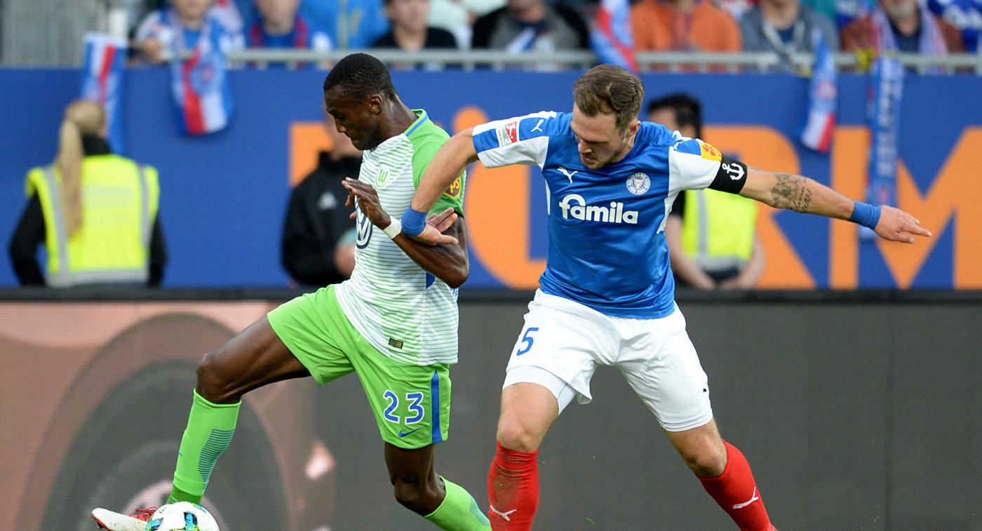 Игровой момент матча Хольштайн - Вольфсбург