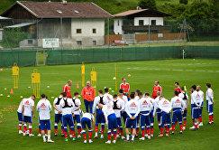 Футболисты сборной России во время тренировки в Нойштифте