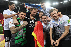 """Футболисты """"Тосно"""" радуются победе"""