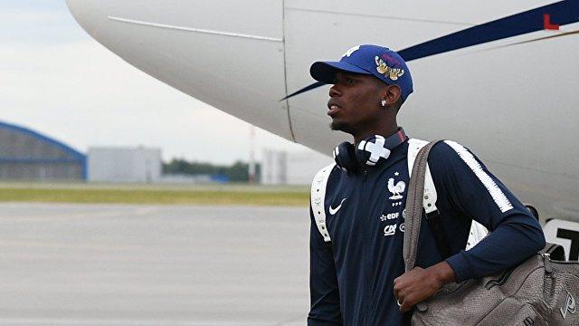 Хавбек сборной Франции Поль Погба в аэропорту Шереметьево