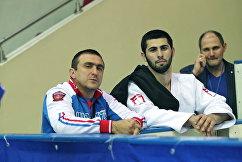 Российский дзюдоист Михаил Игольников (справа) с тренером Джанболетом Нагучевым