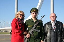 Российский дзюдоист Михаил Игольников (в центре) после принятия присяги