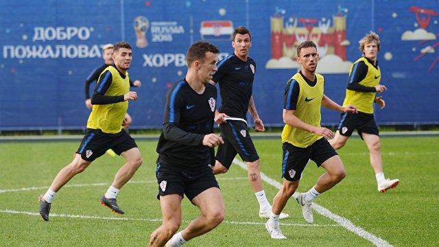 Футболисты сборной Хорватии Матео Ковачич, Иван Перишич, Марио Манджукич, Йосип Пиварич (слева направо)