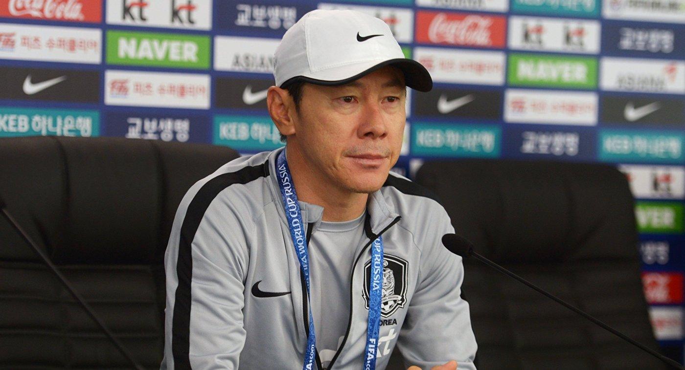 Главный тренер сборной Республики Корея Син Тхэён
