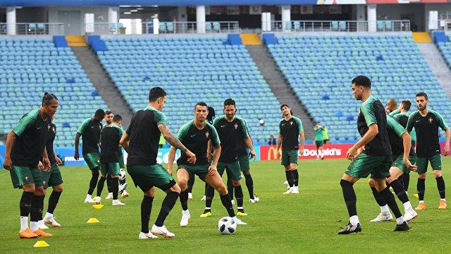 Футболисты сборной Португалии на тренировке